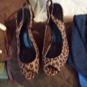 9 Fioni leopard sling back 4 in. Heel